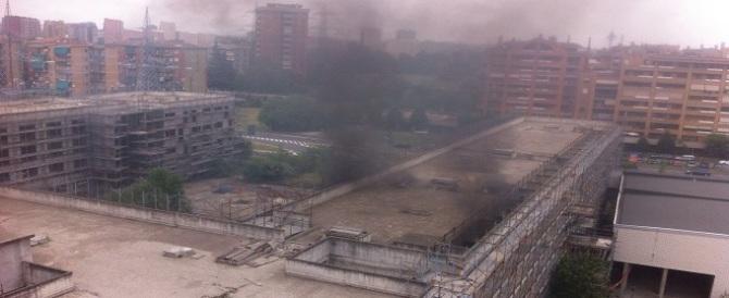 10 indagati per l'incendio al palazzo dello stupro: tutti residenti esasperati