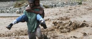 """Matthew fa strage ad Haiti e punta la Florida. Obama: """"Via o vi ucciderà"""""""