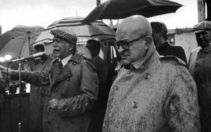 Giorgio Almirante e Giorgio Pisanò durante un comizio