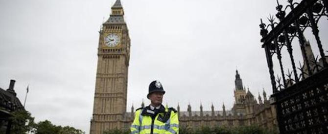 Sexygate a Londra, stupro a Westminster: arrestato un portaborse Tory