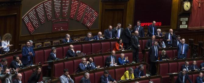 Costi della politica, la legge torna in commissione. Protestano le opposizioni