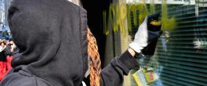 Da Milano a Bologna, ai cortei non sono mancati atti vandalici