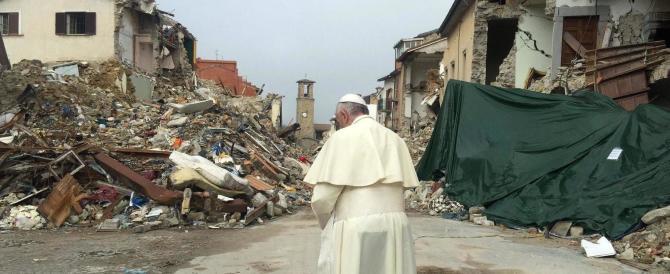 Papa Francesco tra i terremotati: è entrato nella zona rossa di Accumuli