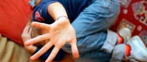 Abusi sessuali su una 12enne disabile: arrestati due ragazzi di 15 e 16 anni