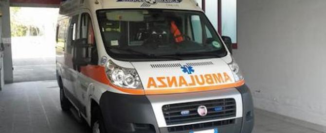 Albanese tenta di dare fuoco alla moglie, ma si ustiona: è gravissimo