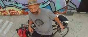 """Roma affoga e la Raggi nomina il """"consulente alle bici"""": 55mila euro"""