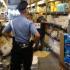 Bimba travolta dallo scaffale: negozio riapre, ma la corsia resta sequestrata