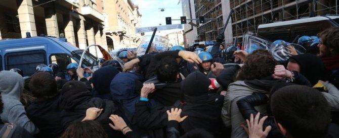 Sgombero a Bologna. Scontri tra la polizia e i centri sociali okkupanti