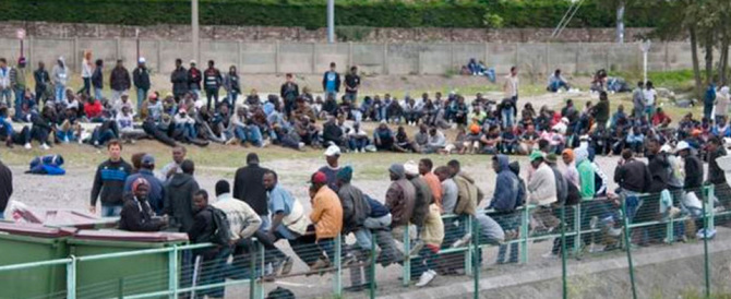 L'ultima notte nella giungla dei migranti a Calais, una vergogna europea