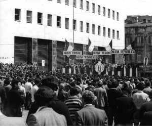 Comizio del Msi a Napoli in piazza della Posta