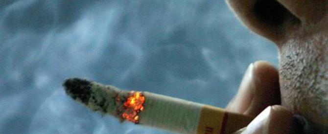 Da oggi rischia grosso chi fuma in auto con un bambino o una donna incinta