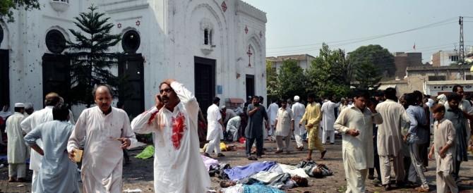 """Il Papa ai cristiani nel mondo: """"I terroristi ci perseguitano senza fare distinzioni"""""""