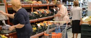 """I prezzi al consumo continuano a calare: sarà un Natale """"gelido"""""""