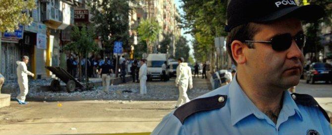 Ankara, due kamikaze si fanno esplodere in mezzo alla polizia