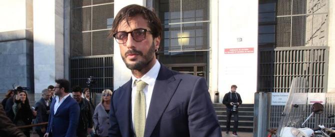 Corona ora nomina l'avvocato di Berlusconi. E spera di tornare libero