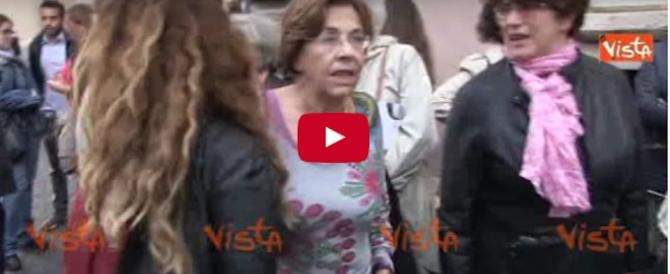 """Come festeggiano l'assoluzione i fan di Marino? Cantando """"Bella ciao"""" (video)"""