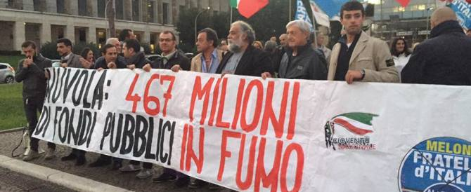 "No alla ""Nuvola di Fuffas"". All'Eur flash mob di Fratelli d'Italia: è una truffa"