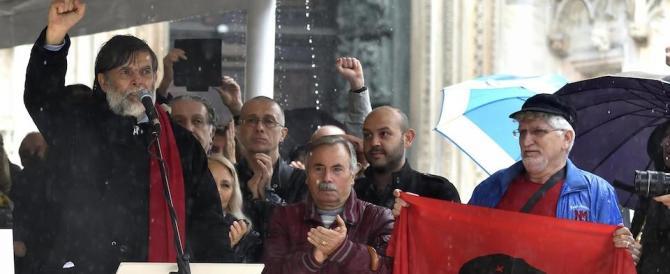 """Dario Fo, all'addio """"picchetto d'onore"""" del M5S. Sulle note di """"Bella Ciao"""""""