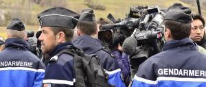 Presidi e insegnanti aggrediti, braccia e mascelle rotte: in Francia c'è paura