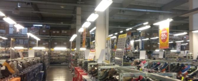 Crolla uno scaffale in un grande magazzino: muore bimba di 2 anni