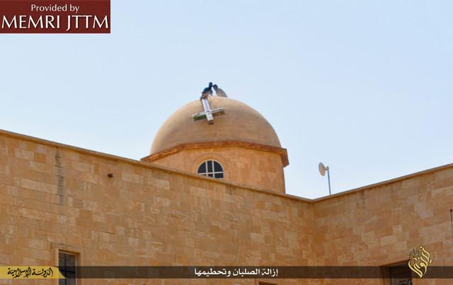 Caccia ai cristiani in Iraq: devastate chiese e cimiteri vicino Mosul