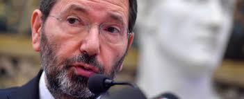 Torna Ignazio Marino: l'ex sindaco in tour in tutta Italia per vendicarsi del Pd
