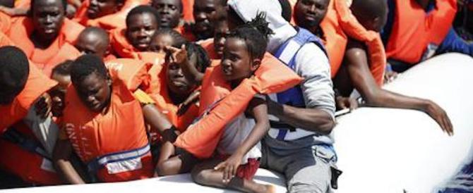 Sbarchi, 11.000 migranti soccorsi in 2 giorni. Ma per Renzi e Alfano va tutto bene