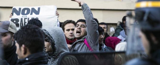 Parigi, tensione tra migranti e polizia: almeno duemila gli accampati
