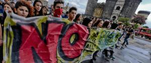 Non solo Higuain, al corteo di Napoli anche il No al referendum