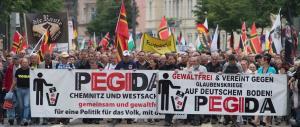 «Merkel vai a casa». Proteste del movimento anti-Islam a Dresda