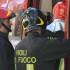 Torino, una disoccupata di 46 anni si dà fuoco davanti all'Inps. È gravissima