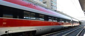 Coppia di Rom investita e uccisa da un treno: perché era sui binari?