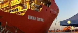 Navi straniere continuano a portare clandestini nei nostri porti senza sosta