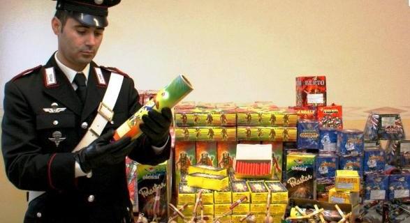 Apologia di terrorismo, arrestato venditore abusivo di fuochi d'artificio