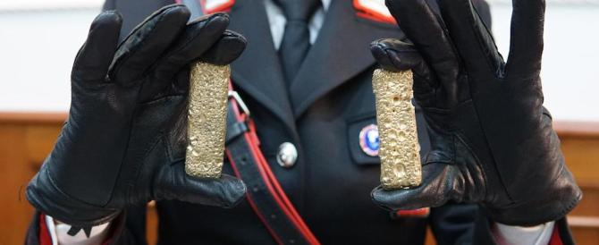 Scoperto tesoro di narcos a Napoli: diamanti, orologi e lingotti (le foto)