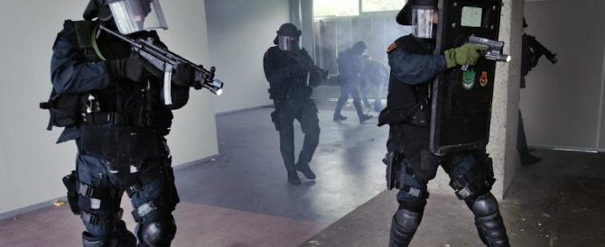 Gli 007 olandesi: fra i rifugiati c'è il forte rischio di infiltrati Isis in Europa