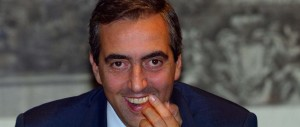 E Gasparri ci scherza su e declama l'ode anti-Renzi: «Su, votiamo tutti no!»