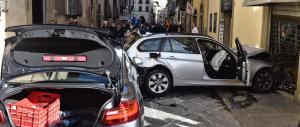 Travolge bici e pedoni a Firenze: tra i feriti anche un bimbo di 20 mesi
