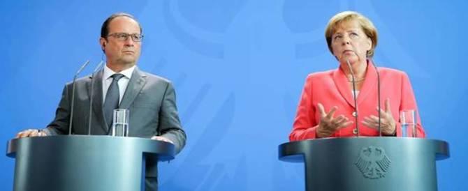 Hollande e la Merkel sotto choc. E dai loro staff arrivano le prime gaffe