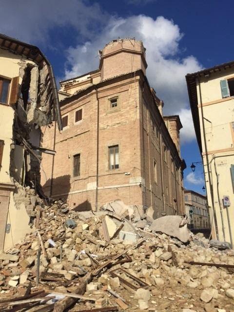 Le cento storie del terremoto: l'incerto del quotidiano, la paura del domani