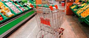 Renzi ride, ma l'Italia è in deflazione: un macigno sui consumi di Natale