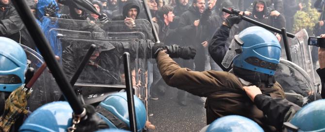 Guerriglia a Firenze: scontri tra polizia e manifestanti No Renzi (VIDEO)