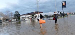 Disagi durante l'evacuazione di Tetti Piani, frazione di Moncalieri (Torino),