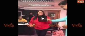 I venezuelani esasperati in piazza. E Maduro se la spassa ballando (video)