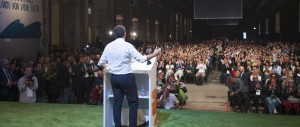 """Renzi fomenta la Leopolda contro la minoranza Pd. La platea: """"Fuori, fuori"""""""