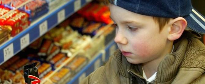 Troppi cibi spazzatura nella pubblicità per bambini: l'Oms lancia l'allarme