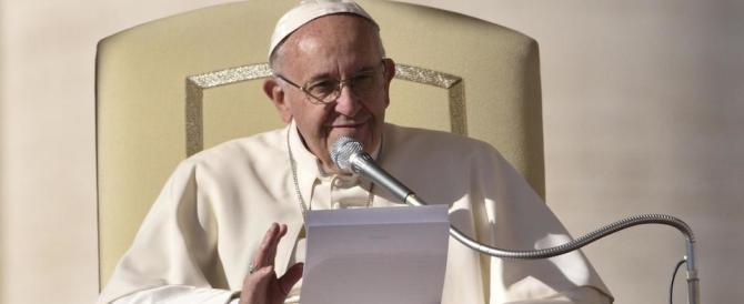 """Bergoglio torna a parlare di migranti e accoglienza: """"No a chi alza muri"""""""