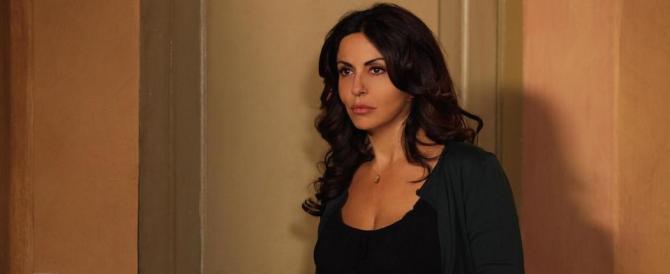 """Sabrina Ferilli non guarda più ai Cinquestelle: """"Raggi, tu offendi la romanità"""""""