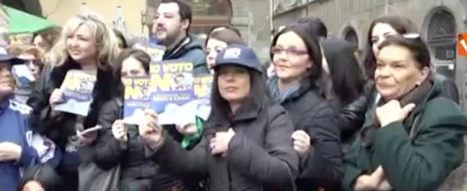 Femminicidi, Salvini a Lucca con un gruppo di sostenitrici (video)