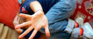 Abusava della figlia da quando aveva 5 anni e diffondeva video hard: arrestato